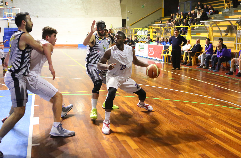 06momo_toure_fiorentina_bergamo_basket2015