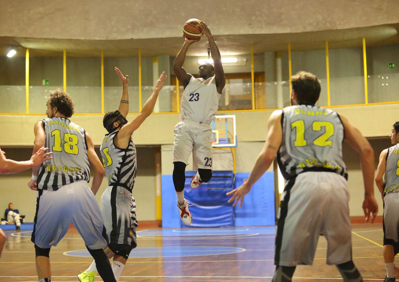 10momo_toure_fiorentina_bergamo_basket2015