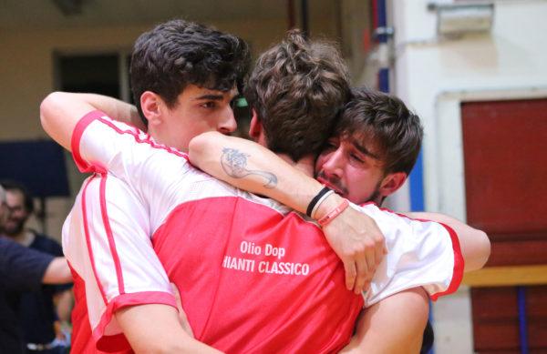 I giovani del Pino Dragons in lacrime dopo la gara (foto Bernardini)