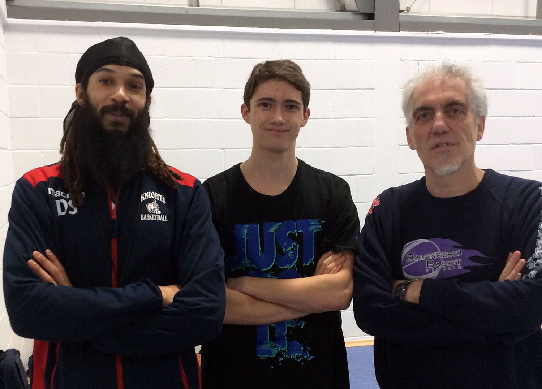 Raggi alla North Herts Knights con Dan Sanders coach dell'under 16 e Benjamin Daniels il suo assistente