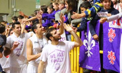 fiorentina_basket_festeggia_tifosi2017-400x240